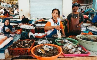 Seafood voor toeristen en lokale mensen in Indonesië